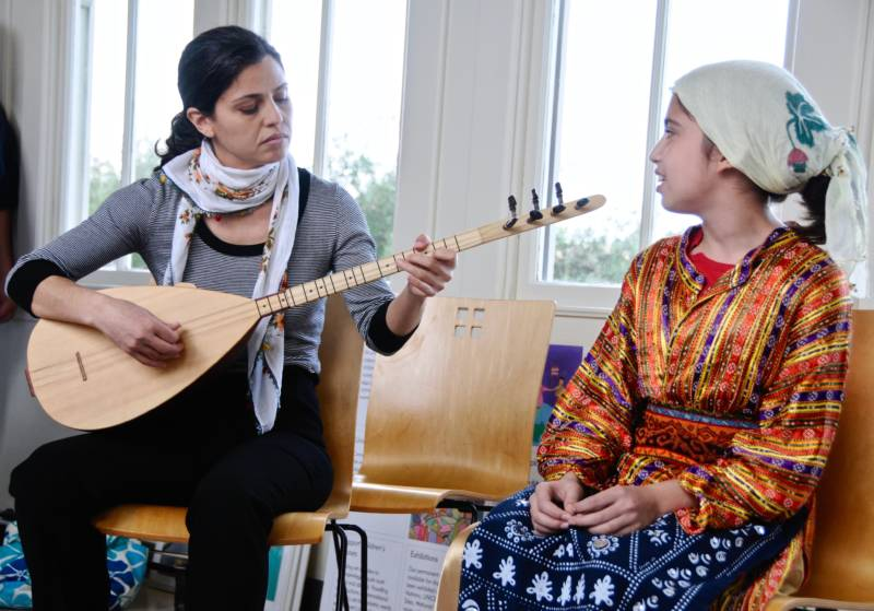 Özden Öztoprak Passes along Kurdish Alevi musical traditions to her daughter Isik Berfin