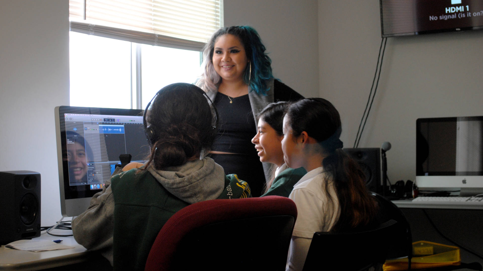 Women's Audio Mission instructor Victoria Farjado leads a Girls on the Mic class at WAM's Oakland location. Nastia Voynovskaya