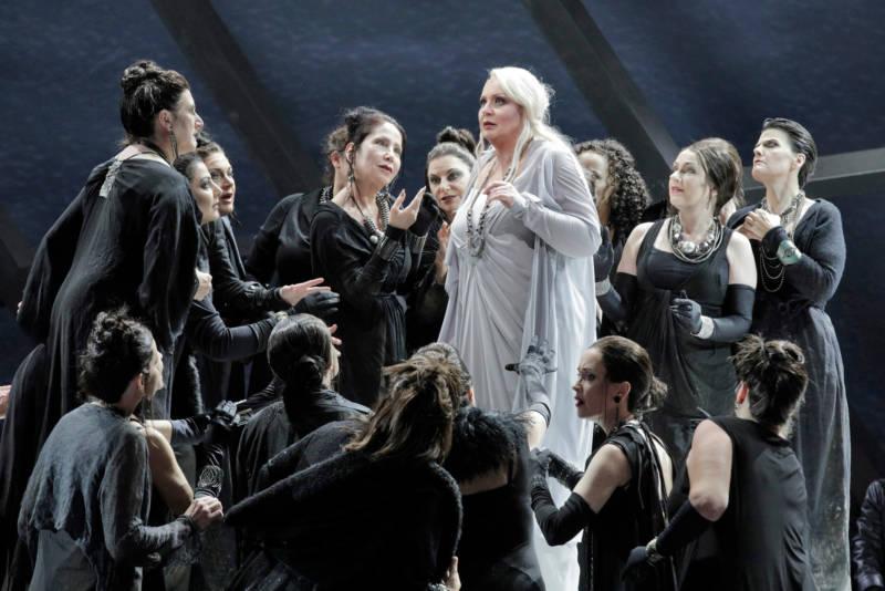 Iréne Theorin as Brünnhilde with members of the San Franciso Opera Chorus in Wagner's 'Götterdämmerung.'