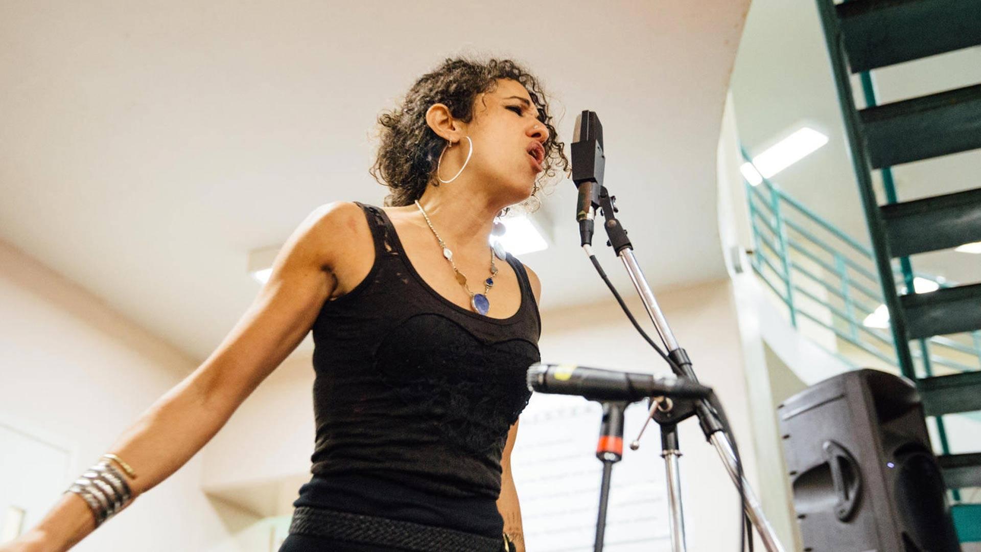 Naima Shalhoub performs for inmates at the San Francisco County Jail in 2015. Sarah Deragon