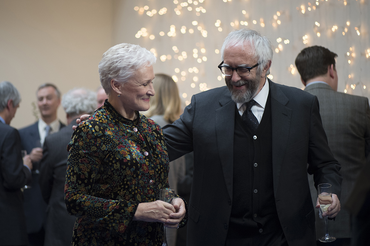 Glenn Close as Joan and Jonathan Pryce as Joe Castleman in 'The Wife.'