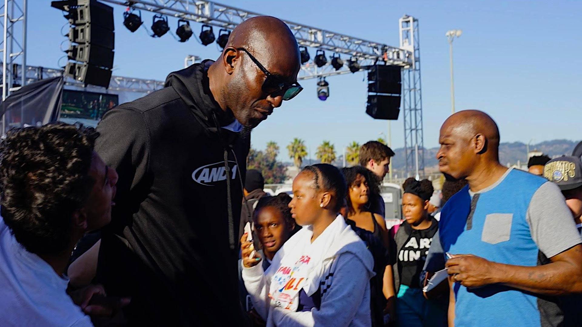 Kevin Garnett talks to kids at DeFremery Park in West Oakland, Oct. 12, 2018. Pendarvis Harshaw
