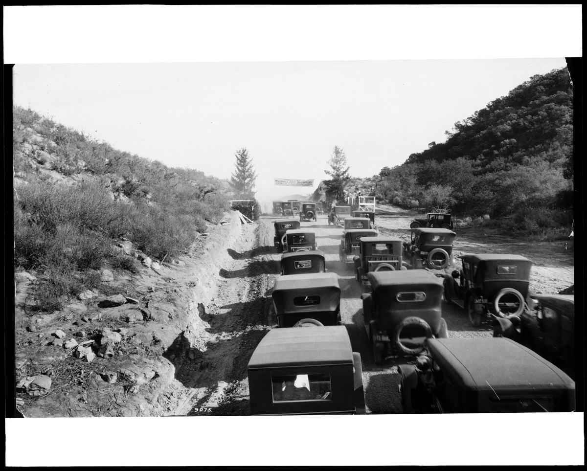 C.C. Pierce Company, 'Automobiles clustered at the opening of the Mulholland Highway,' 1924.