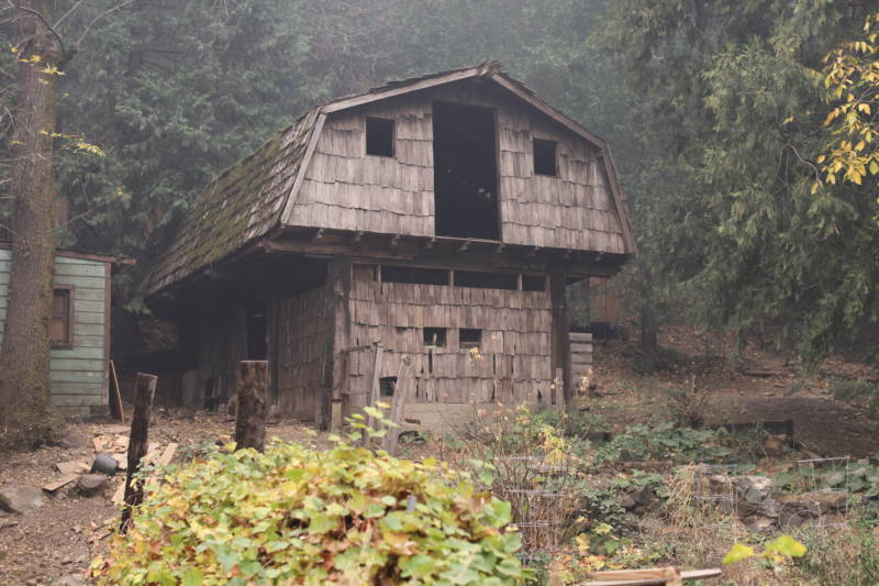 A barn in Pulga.