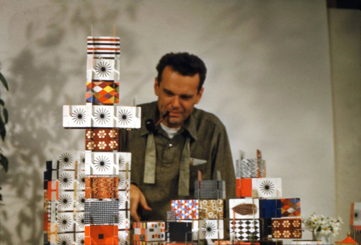 Charles Eames with the Pattern Deck, House of Cards, 1952.
