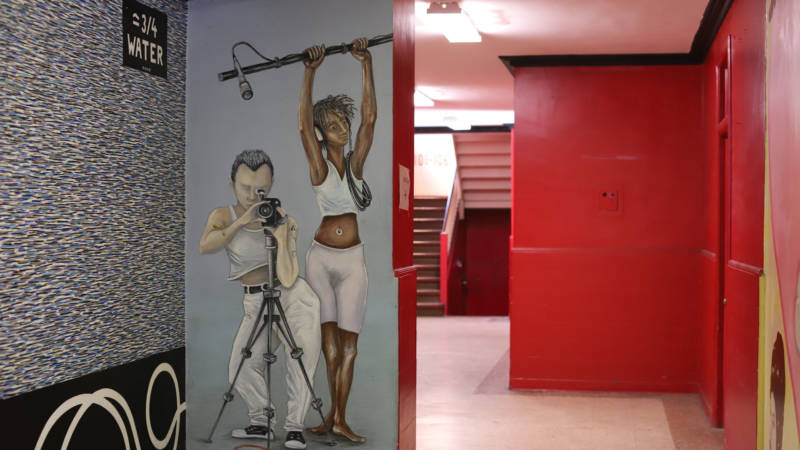 In the 1990s, the Lab and Clarion Alley Mural Project commissioned artists to paint murals inside the Redstone Building.