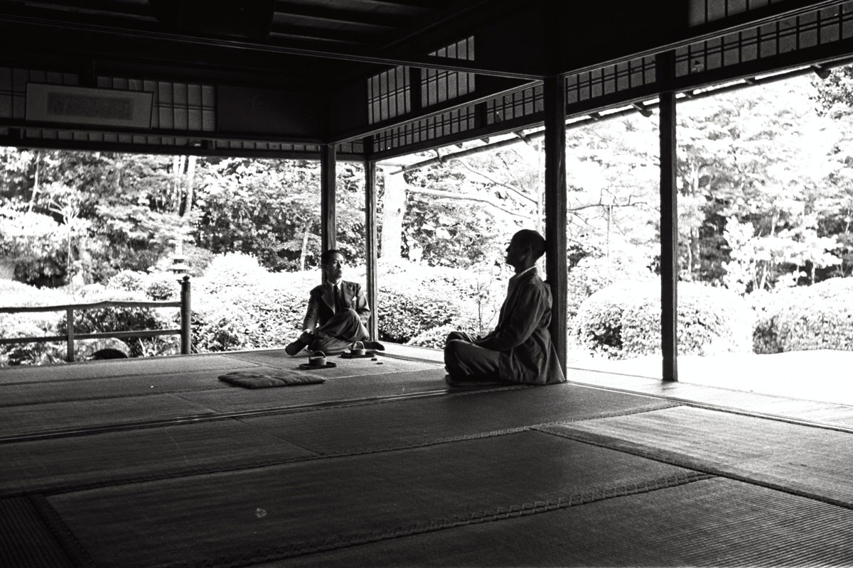 Saburo Hasegawa and Isamu Noguchi at Shisendo Temple in Kyoto, Japan, 1950.