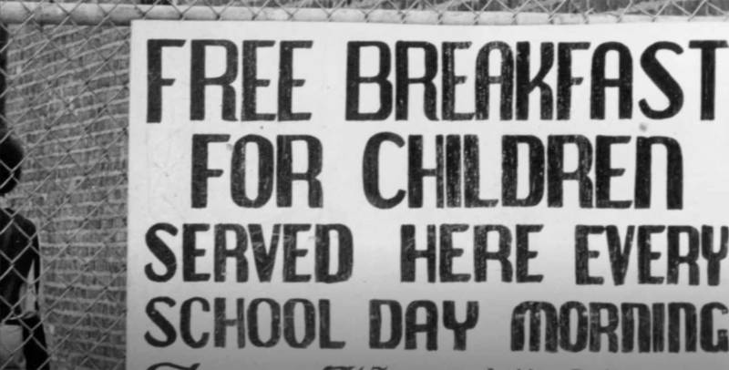 A sign marking a free breakfast location in Oakland.