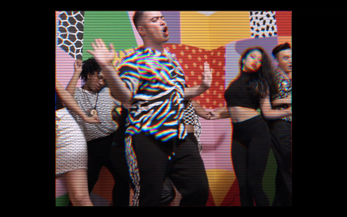 Dancers perform in the 'Klub Rupturre!!' video.