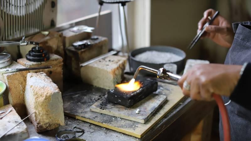 Smith demonstrates her acetylene torch on solderite.