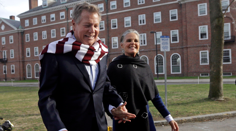 'Love Story' stars Ryan O'Neal and Ali MacGraw walk on the campus of Harvard University in Cambridge, Mass., in Feb. 2016.