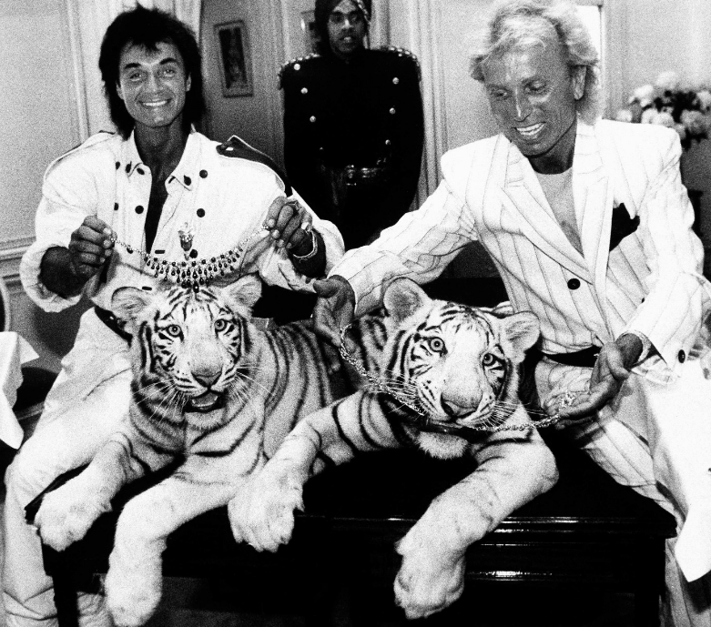 Siegfried & Roy pose with their tigers, Neva and Vegas, in June 1987.