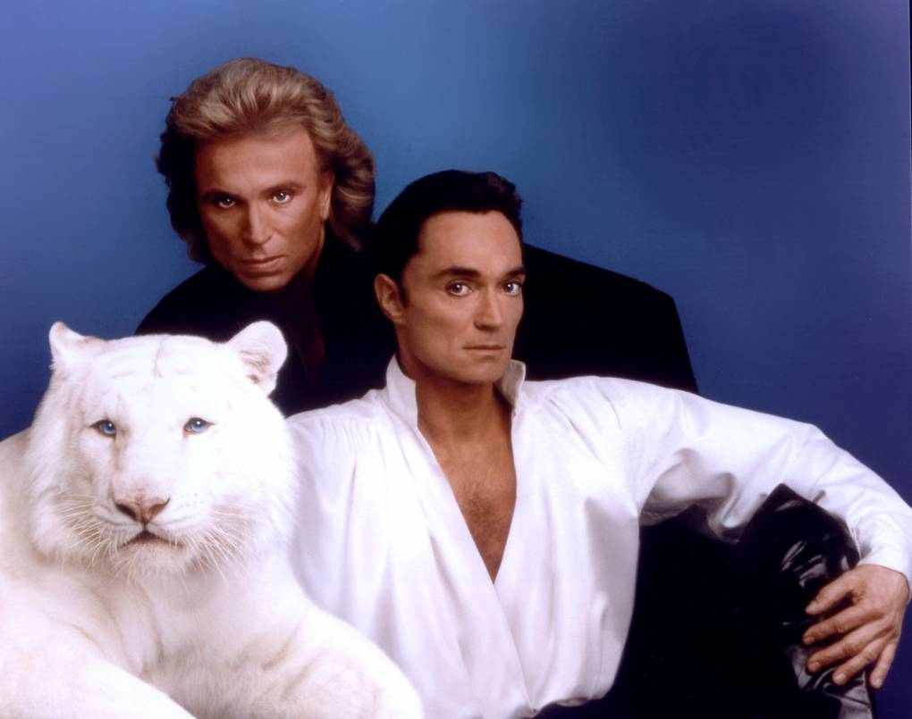 Las Vegas entertainers Siegfried Fischbacher (left) and Roy Horn pose with their white tiger.