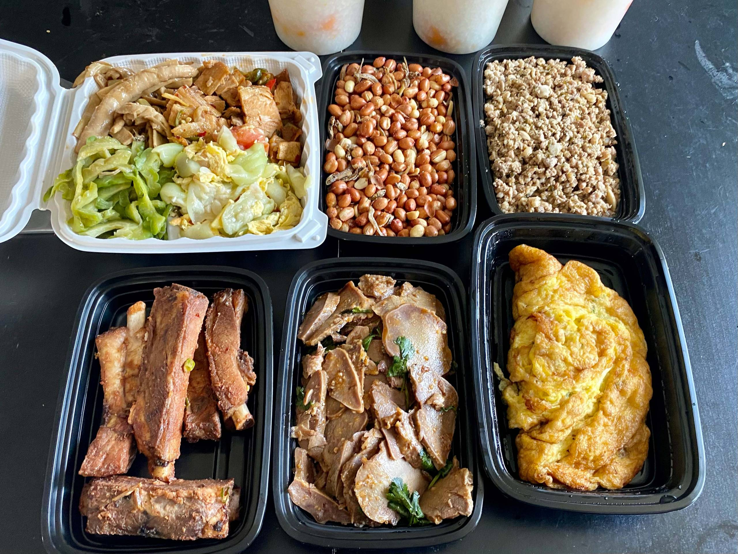 Side dishes to be eaten with Taiwan Porridge Kingdom's sweet potato congee: pork ribs, pig's tongue, a dried radish omelet, fried peanuts and more.