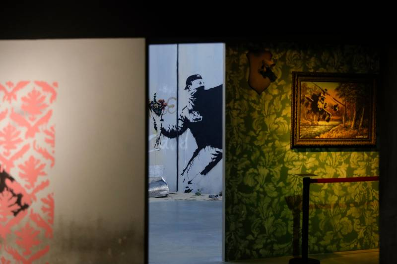 Like the 2019 Paris exhibit shown above ('The World of Banksy'), 'The Art of Banksy' has not been authorized by the artist.
