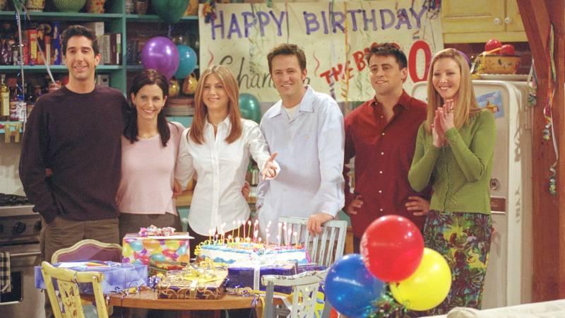 The Friends gathered in Monica's kitchen. (l to r): David Schwimmer as Ross Geller, Courteney Cox as Monica Geller, Jennifer Aniston as Rachel Green, Matthew Perry as Chandler Bing, Matt LeBlanc as Joey Tribbiani and Lisa Kudrow as Phoebe Buffay.
