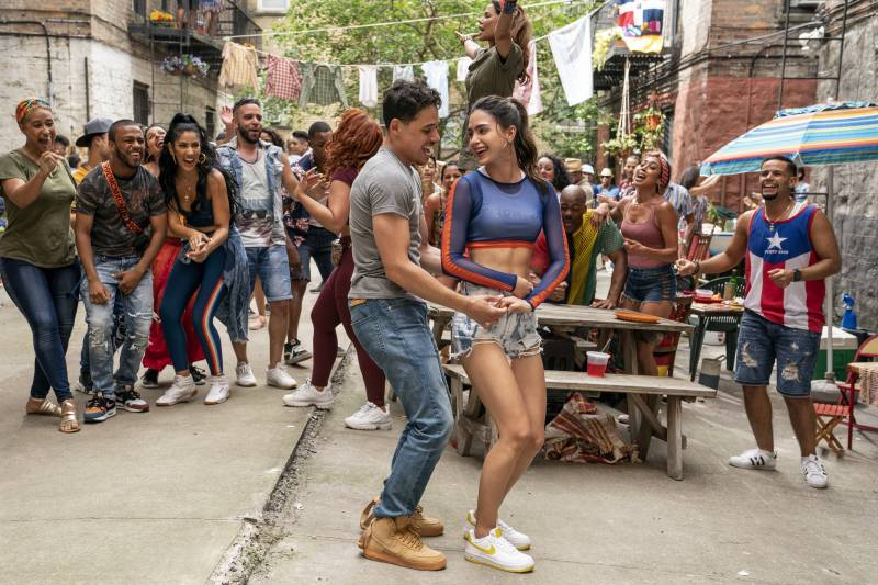 Anthony Ramos and Melissa Barrera play Usnavi and Vanessa in the film 'In the Heights.'