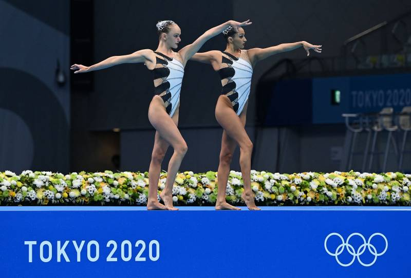 USA's Anita Alvarez and Lindi Schroeder compete in the women's artistic swimming event, Tokyo Olympics, 2021.