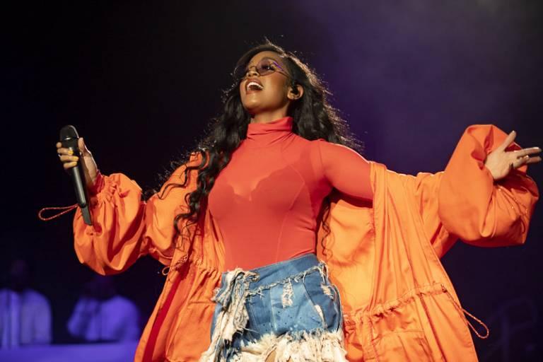 PHOTOS: H.E.R., Erykah Badu and Other R&B Stars Shine at Lights On Festival