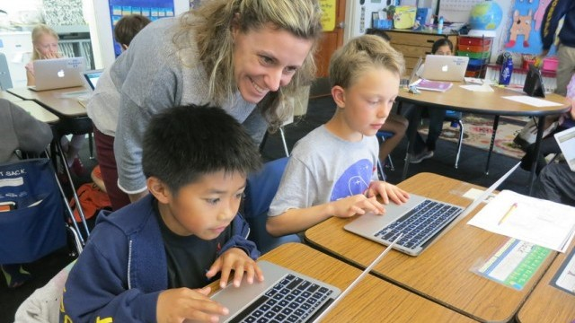 Christy Novack works with students in her Burlingame, Calif. classroom. Francesca Segre/MindShift
