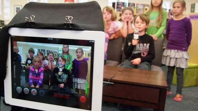 Student produce a web show with tablets (Brad Flickinger/Flickr)