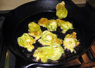 frying zucchini flowers