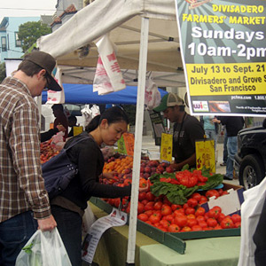 shoppers at divisadero farmers market