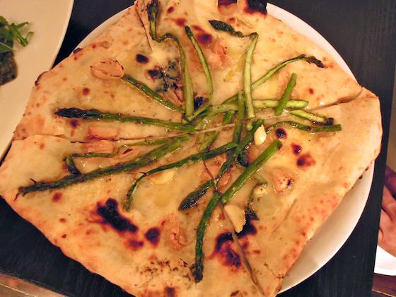 mozzeria asparagus pizza