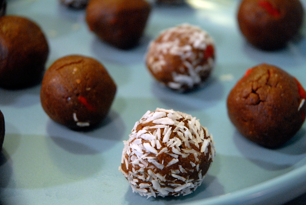 Power Balls - Superfood Snacks. Photo: Wendy Goodfriend