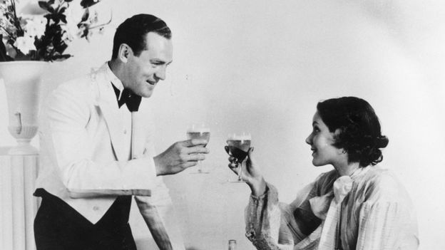 A happy-looking 1930s couple toasts. Fox Photos/Getty Images