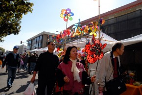 Oakland Chinatown New Year Bazaar. Photo: Wendy Goodfriend