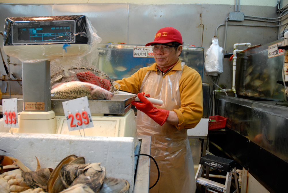 Weighing Fish at E&F Market in Oakland Chinatown. Photo: Wendy Goodfriend