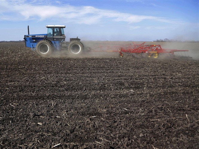 By this time last year, 26 percent of the country's corn crop was already planted. A wet, cold spring means that only 4 percent is in the ground right now. Photo: Seth Perlman/AP