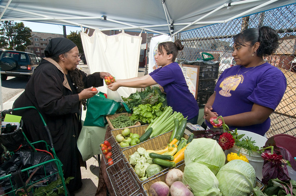 People's Grocery sponsored a program called the Grub Box as a short-term solution to getting fresh food to folks in a neighborhood with no full-service supermarket. Photo: Scott Braley
