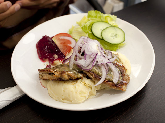 A typical Swedish meal of fried herring and lingonberries includes some of the local ingredients of the healthy Nordic diet prescribed in a new study. Photo: StockPhoto.com
