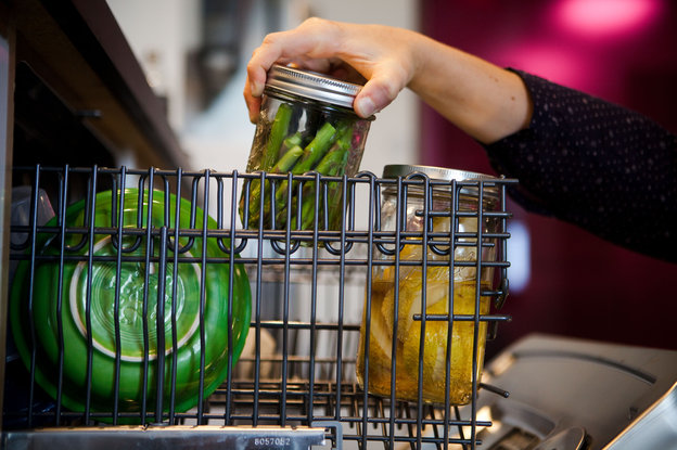 Dishwasher Cooking: Make Your Dinner While Cleaning The Plates