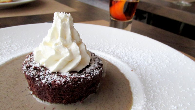 Tortino di Cioccolato, salsa caffé. (Warm chocolate cake with coffee sauce.) Photo: Jonathan Darr