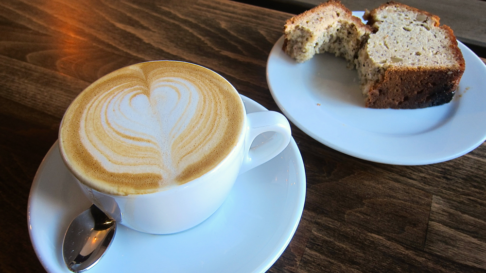 Resultado de imagem para coffee with bread picture