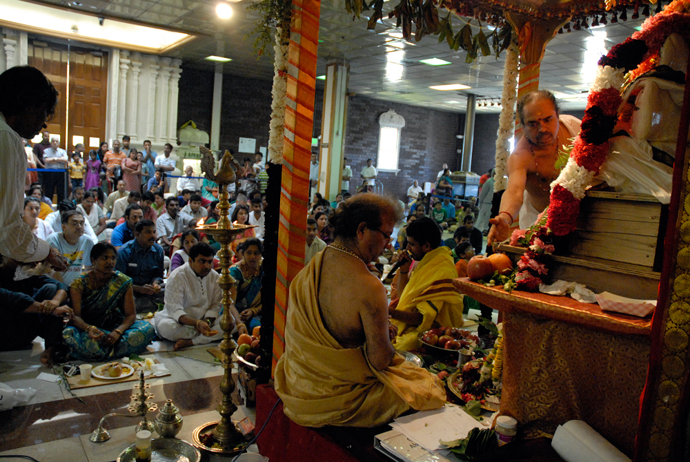 Congregation participating in ritual honoring Ganesha. Photo: Wendy Goodfriend
