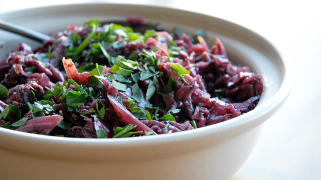Thanksgiving Side Dish: The Sweet-Tart Tang of Braised Red Cabbage