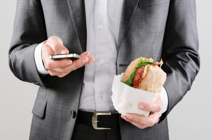 People often use their smart phone even while eating now. Photo: Thinkstock