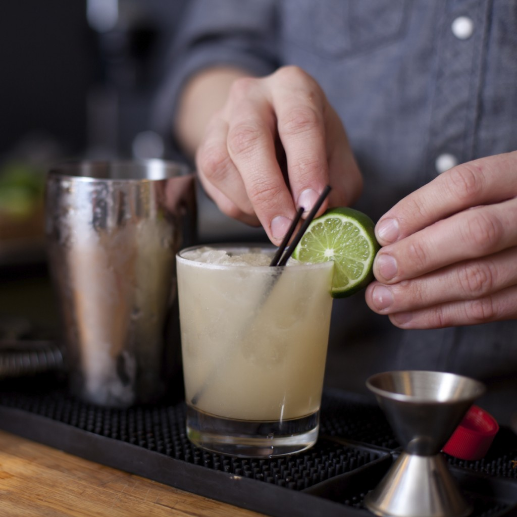 Under California's new food safety law, bartenders can't do this without gloves. Photo: iStockphoto.com