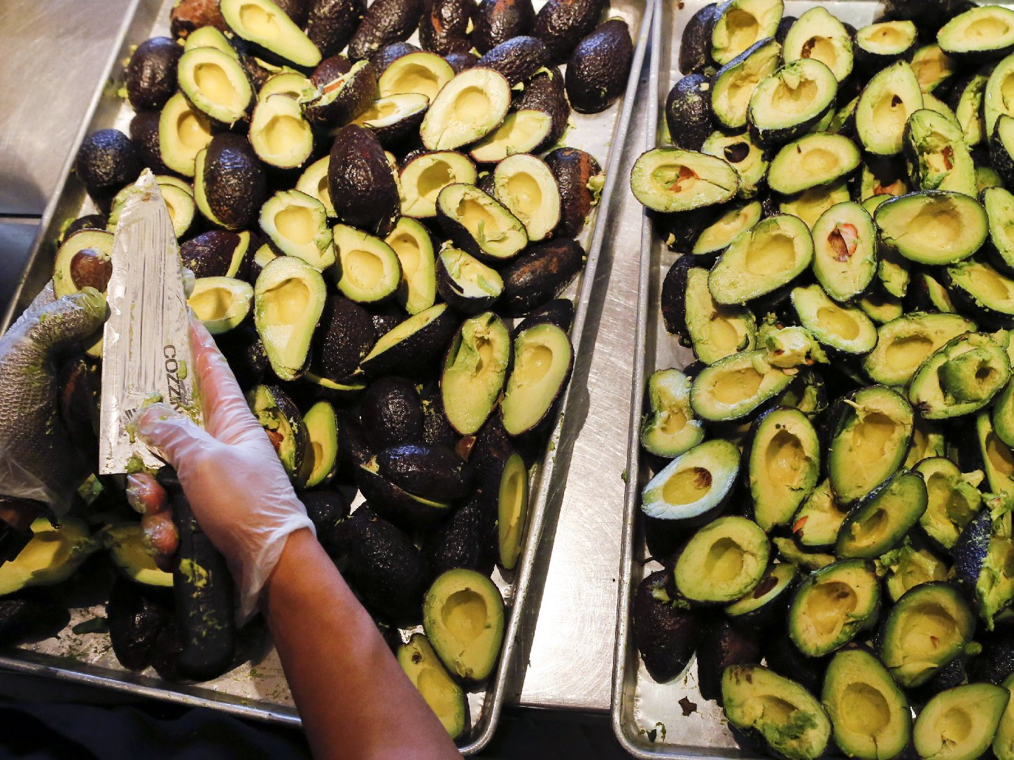 An employee prepares to make fresh guacamole at a Chipotle restaurant in Hollywood, Calif. Photo: Patrick T. Fallon/Bloomberg