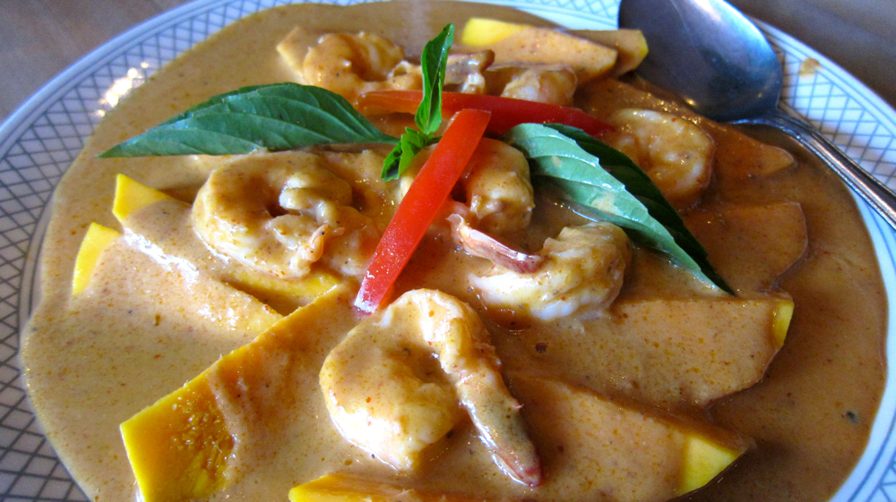 Mango & shrimp panang curry