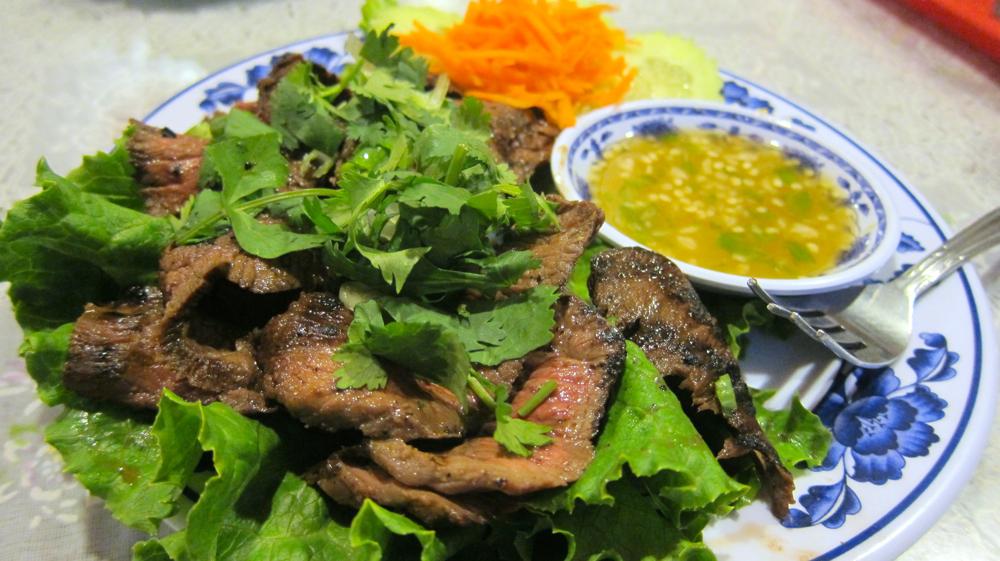 Neau nam tok (grilled steak)