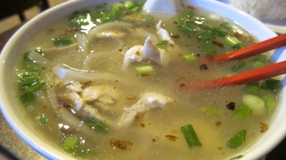Kao piak (chicken noodle soup)