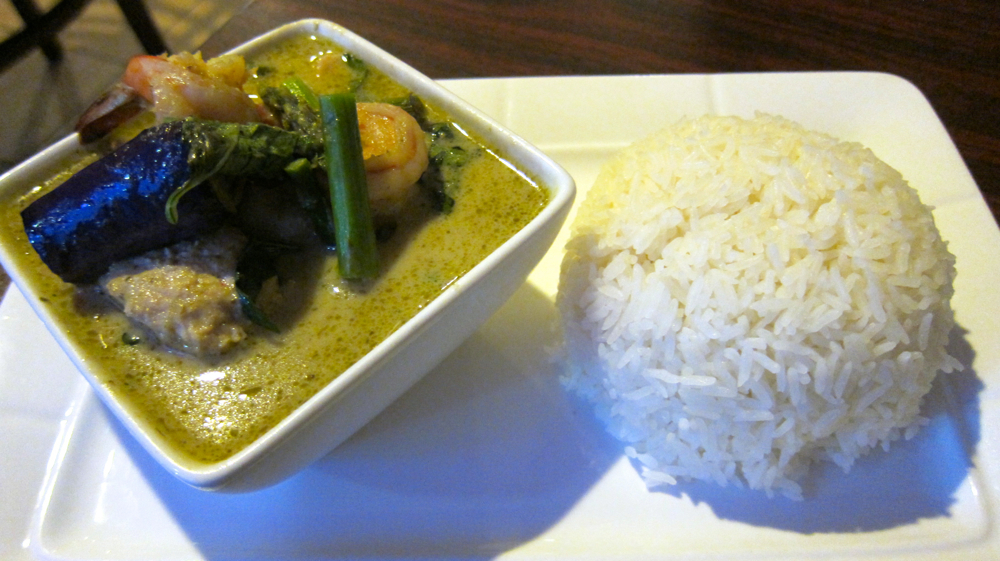 Green seafood curry