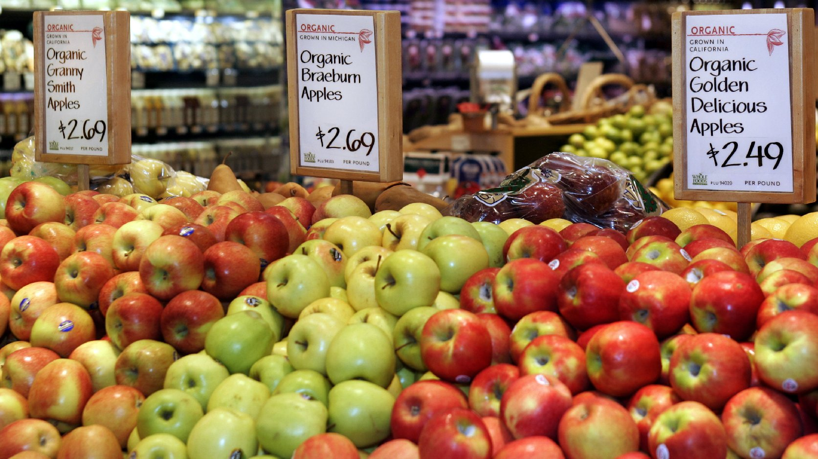 The National Organic Standards Board voted to no longer allow farmers to use the antibiotic streptomycin on organic apple and pear trees. Photo: Jeff Haynes/AFP/Getty Images