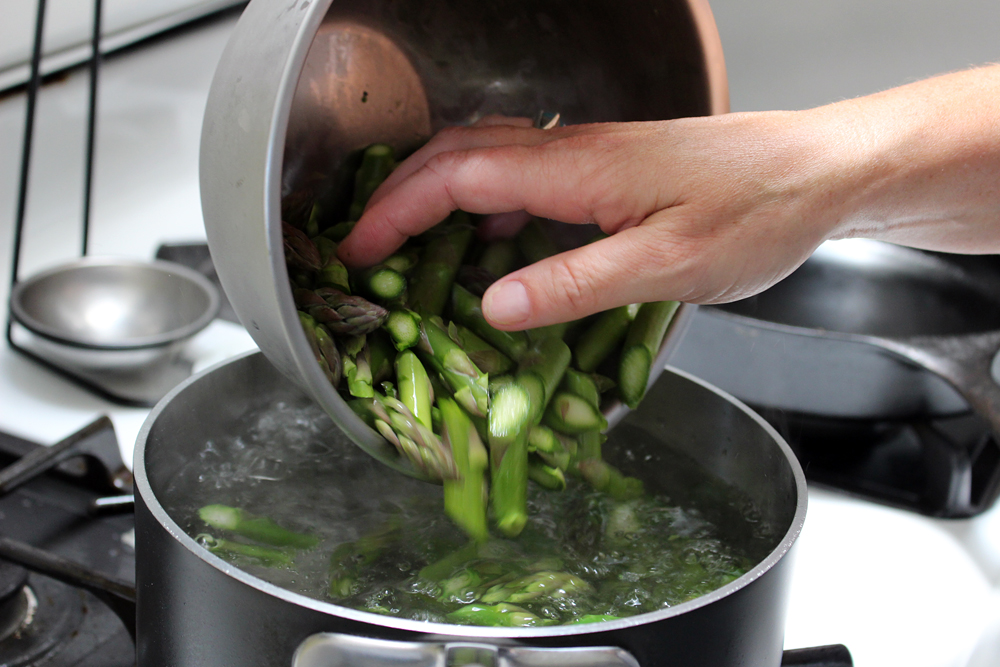 Blanch asparagus in boiling water. Photo: Wendy Goodfriend