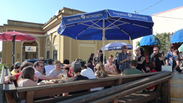 14 Top-Notch Spots to Drink Beer Outdoors in the East Bay